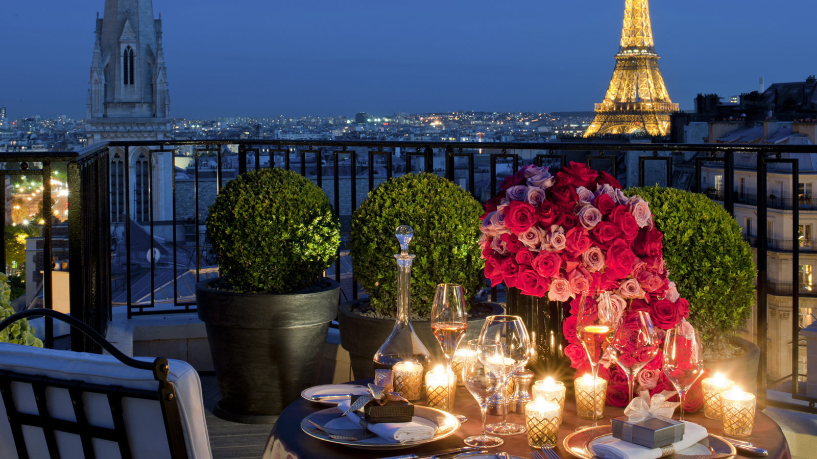 8 romantic things to do in paris for a valentine 39 s day getaway. Black Bedroom Furniture Sets. Home Design Ideas